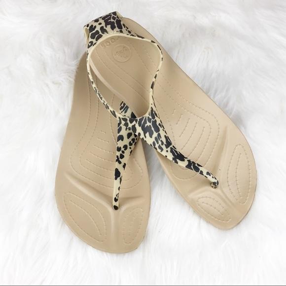 ujęcia stóp ponadczasowy design oficjalny sklep Crocs Sexi Flip Leopard Thong Sandals